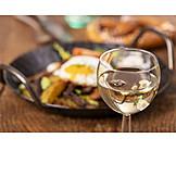 Abendessen, Weißwein, Bratkartoffeln