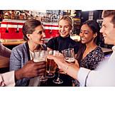 Drink, Freunde, Anstoßen