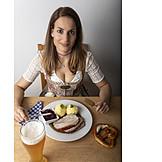 Essen, Bayrische Küche, Dirndl