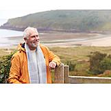 Aktiver Senior, Küste, Wandern, Ausflug