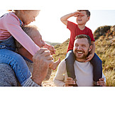 Großvater, Vater, Spaziergang, Kinder, Huckepack