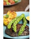 Grüner Spargel, Kartoffeln, Rindersteak