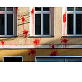 Immobilie, Vandalismus, Farbbeutel