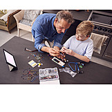 Enkel, Großvater, Technik, Bildung, Roboter, Zusammenbauen