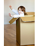 Kleinkind, Spielen, Karton